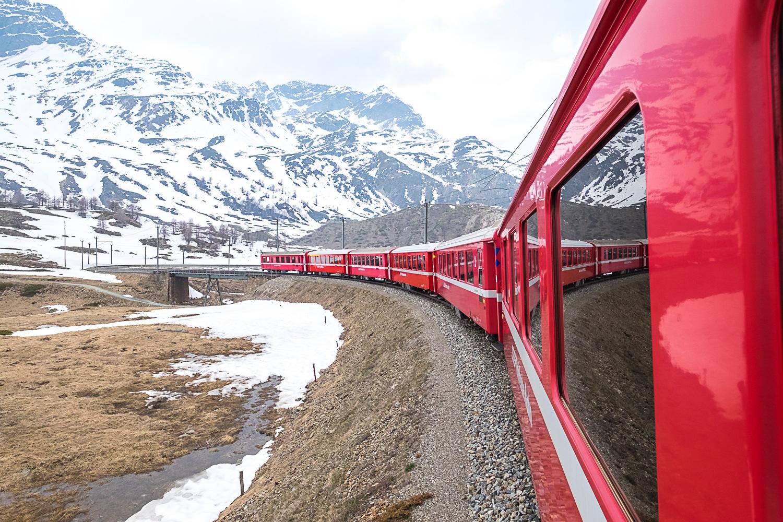 Pittoreske Anreise in der Rhätischen Bahn
