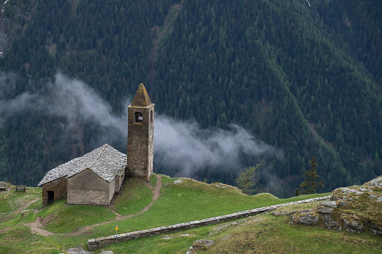 Die Kirche von oben, am Abgrund gebaut