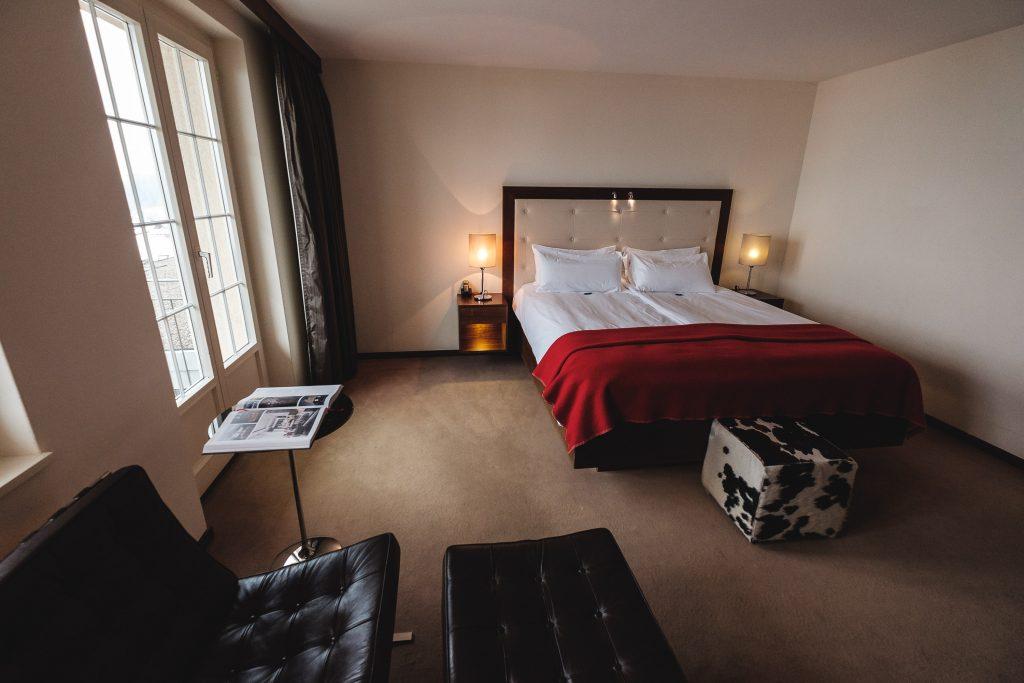 Schlichte und zweckmässige Zimmer vor der Renovation